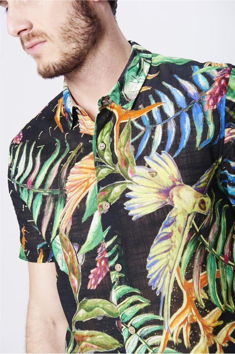Camisa-com-Estampa-Floral-Unissex-Detalhe--
