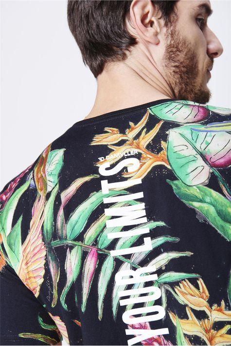 Camiseta-com-Estampa-Floral-Unissex-Detalhe-1--