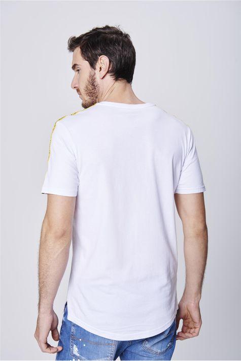 Camiseta-com-Faixas-nas-Mangas-Costas--