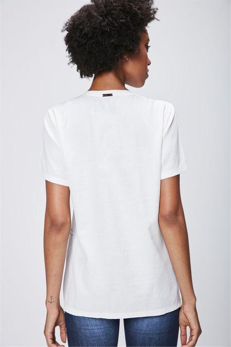 Camiseta-Feminina-com-Detalhe-Metalizado-Costas--