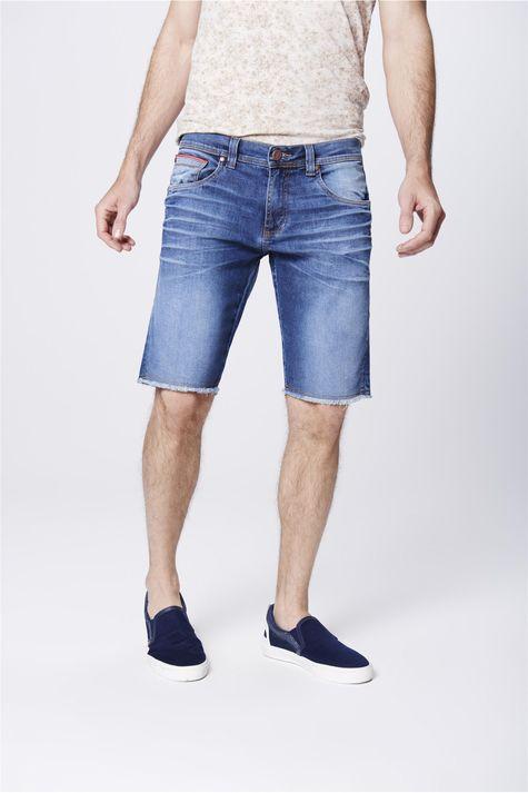 Bermuda-Jeans-Masculina-Barra-Desfiada-Frente-1--