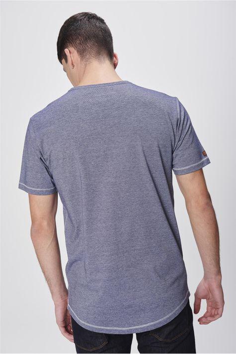 Camiseta-Listrada-com-Estampa-Masculina-Costas--