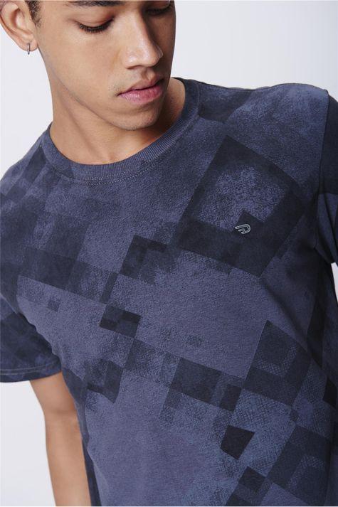 Camiseta-Masculina-Estampa-Geometrica-Detalhe--