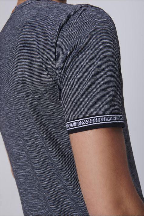 Camiseta-Masculina-Mangas-com-Retilinea-Detalhe-1--
