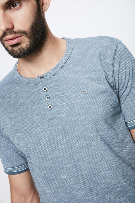 Camiseta-Masculina-Mangas-com-Retilinea-Detalhe--