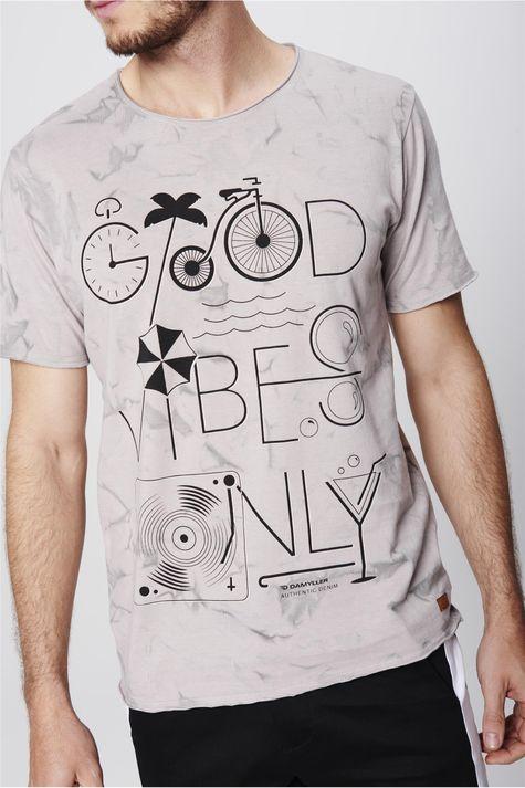 Camiseta-Destroyed-Estampada-Masculina-Detalhe--