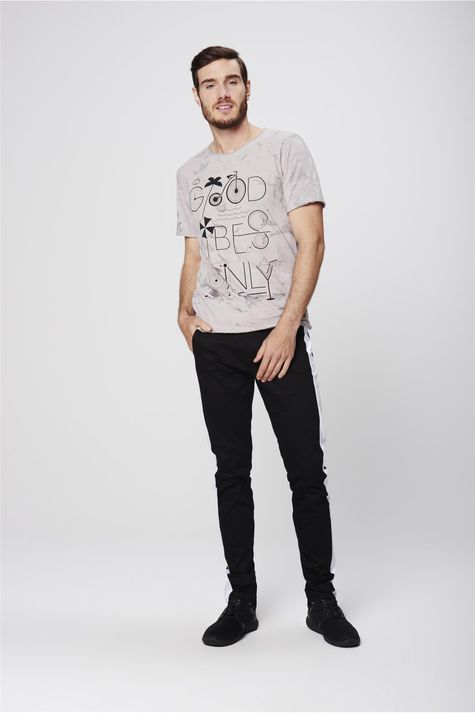 Camiseta-Destroyed-Estampada-Masculina-Detalhe-1--