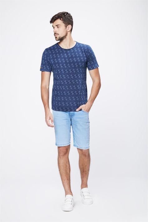 Camiseta-com-Print-de-Repeticoes-Detalhe-1--
