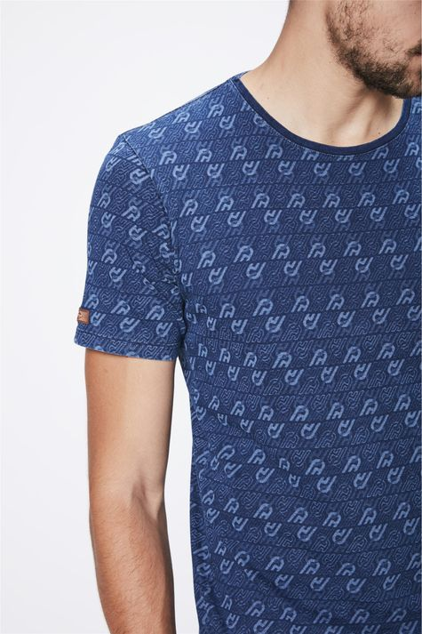 Camiseta-com-Print-de-Repeticoes-Detalhe--