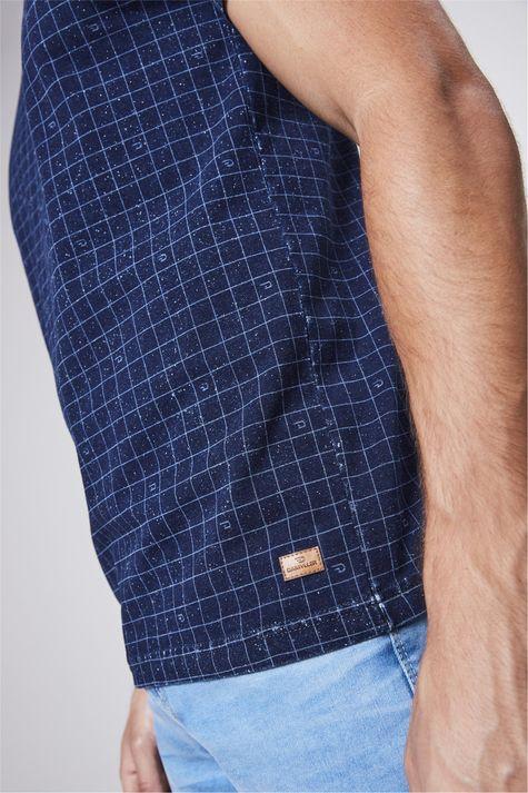Camiseta-de-Malha-Denim-com-Print-Xadrez-Detalhe--