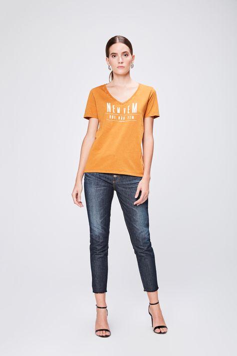 Camiseta-Tingida-Feminina-Detalhe-1--