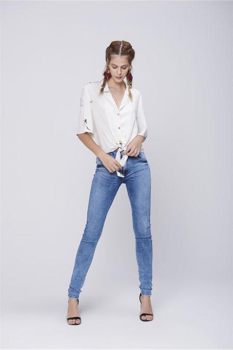 Camisa-Feminina-com-Amarracao-Detalhe-1--