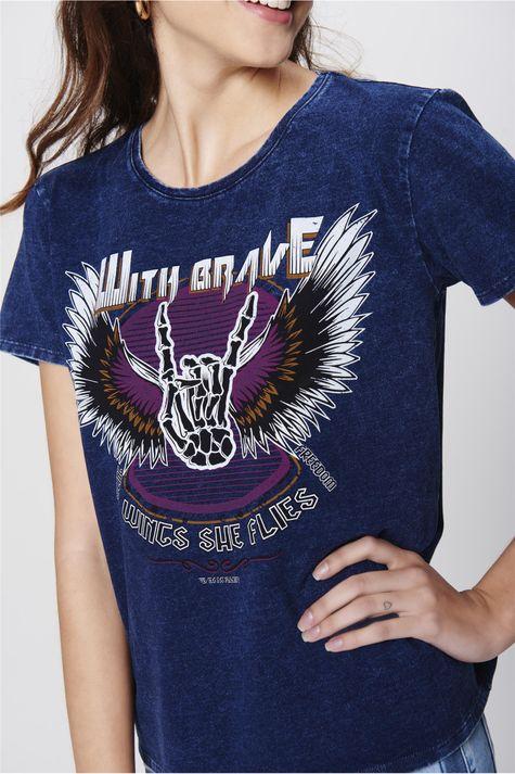 Camiseta-Denim-Estampa-Wings-Feminina-Detalhe--