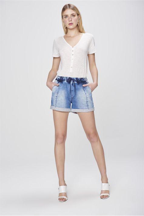 Short-Jeans-Jogger-com-Recortes-Detalhe-2--