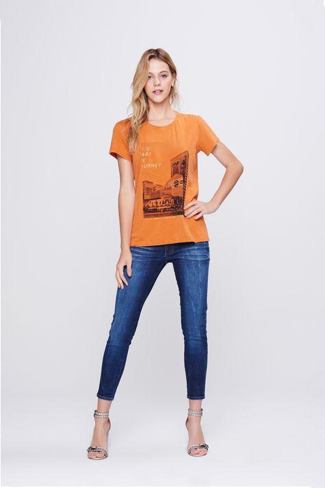 Camiseta-com-Estampa-Frontal-Feminina-Frente--