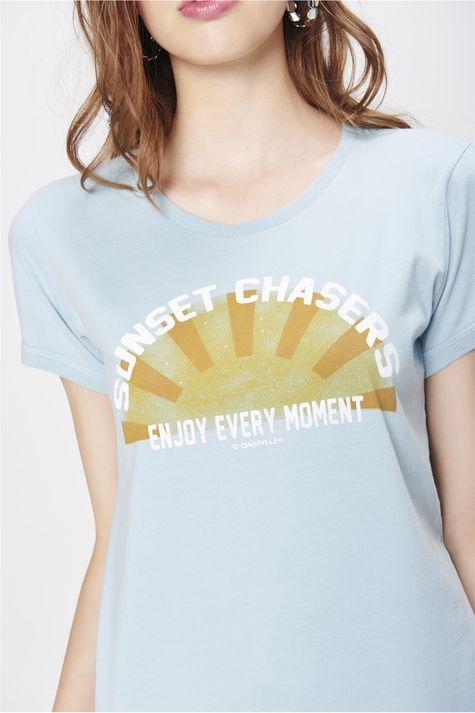 Camiseta-Estampada-com-Ribanas-Feminina-Detalhe--