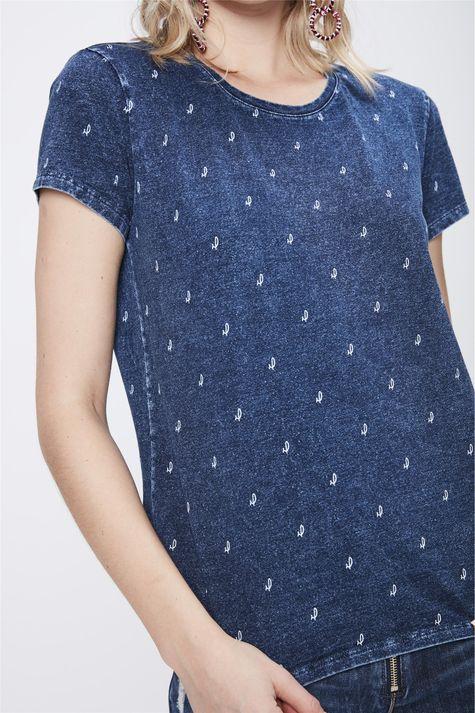 Camiseta-de-Malha-Denim-Estampada-Detalhe--