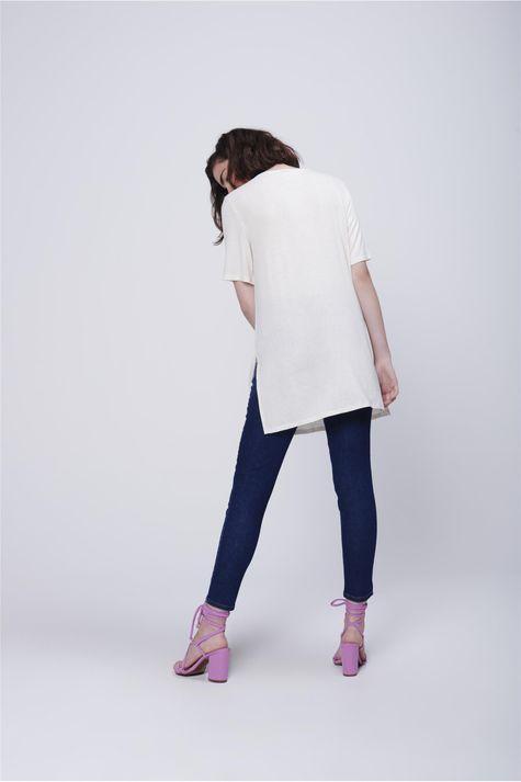 Camiseta-Alongada-Estampa-Frente-Costas--