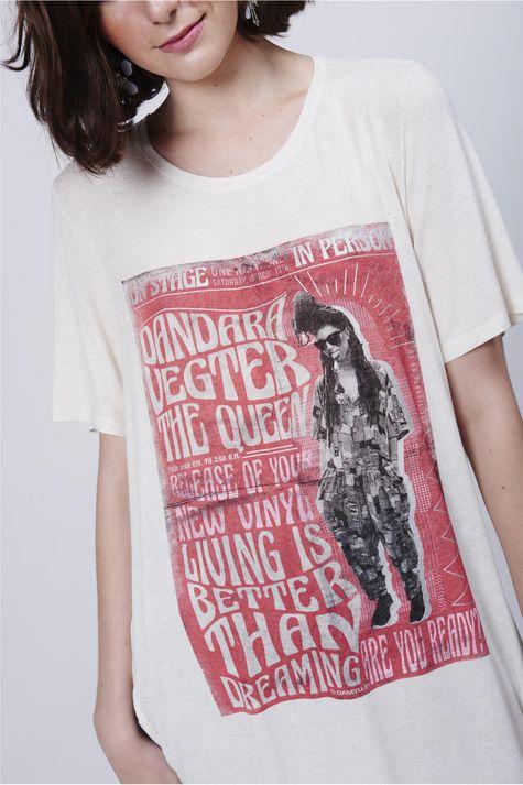 Camiseta-Alongada-Estampa-Frente-Detalhe--