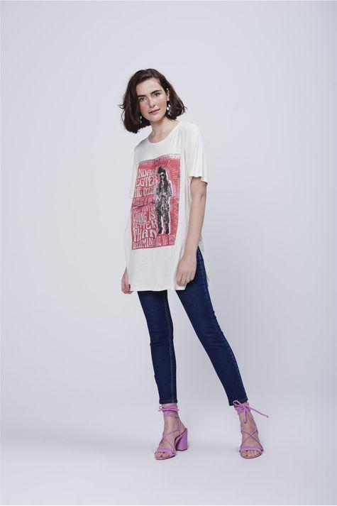 Camiseta-Alongada-Estampa-Frente-Detalhe-1--