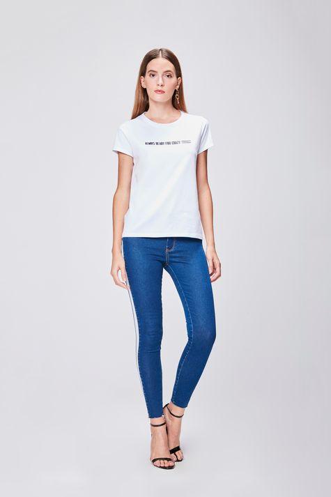 Camiseta-Feminina-com-Tipografia-Detalhe-1--