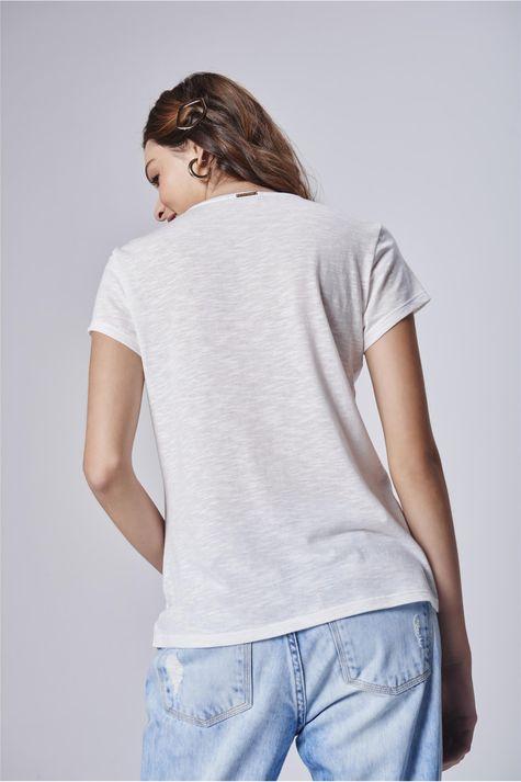 Camiseta-Feminina-Branca-com-Estampa-Costas--