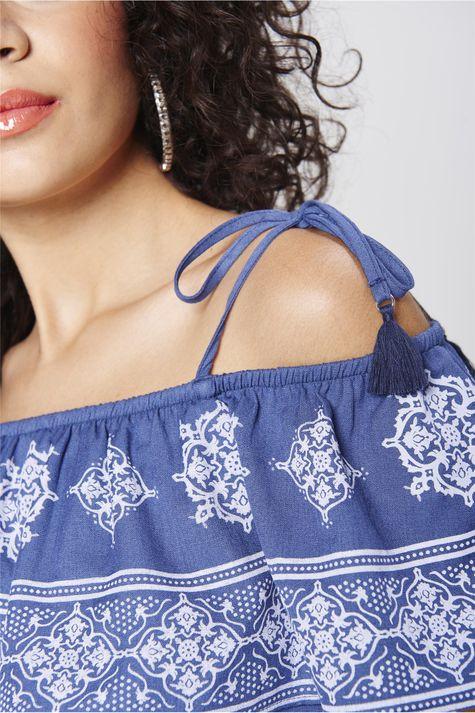 Blusa-Cropped-com-Babado-no-Decote-Detalhe--