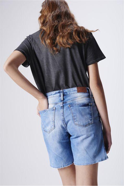 Bermuda-Jeans-Recortes-Laterais-Feminina-Costas--