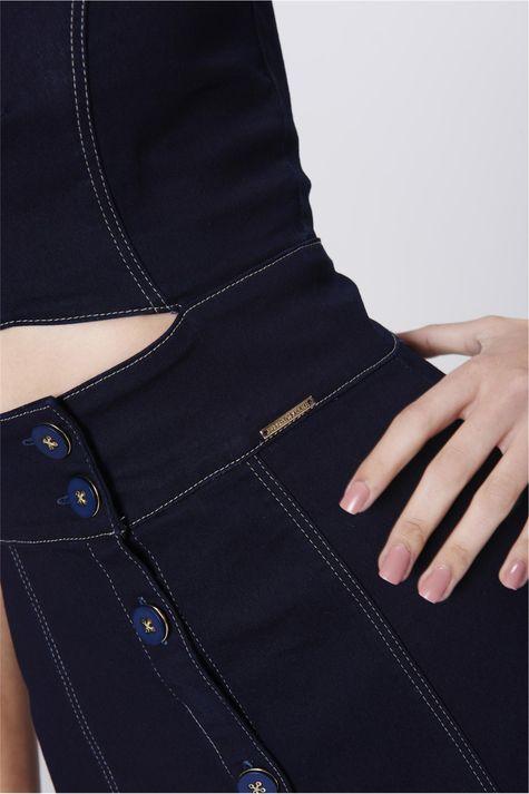 Vestido-Jeans-com-Abotoamento-Frontal-Detalhe-1--
