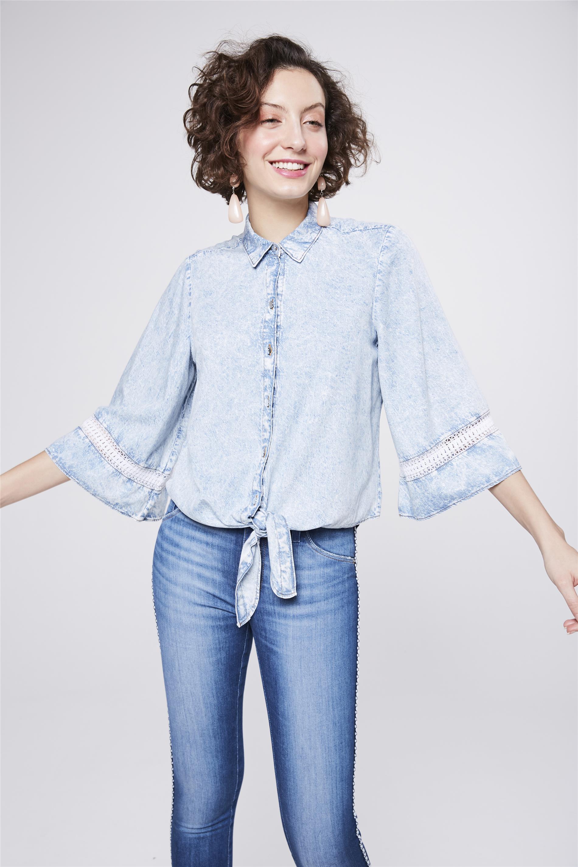 58893d51f5 Camisa Jeans com Amarração Feminina - Damyller