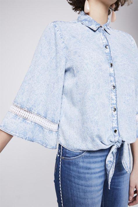 Camisa-Jeans-com-Amarracao-Feminina-Detalhe--