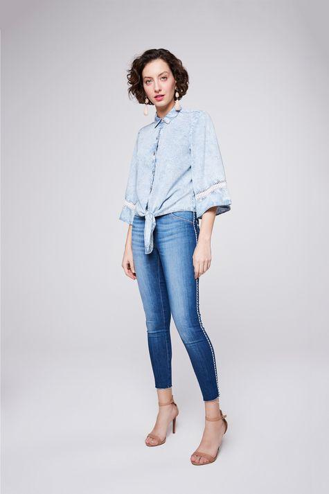 Camisa-Jeans-com-Amarracao-Feminina-Detalhe-1--