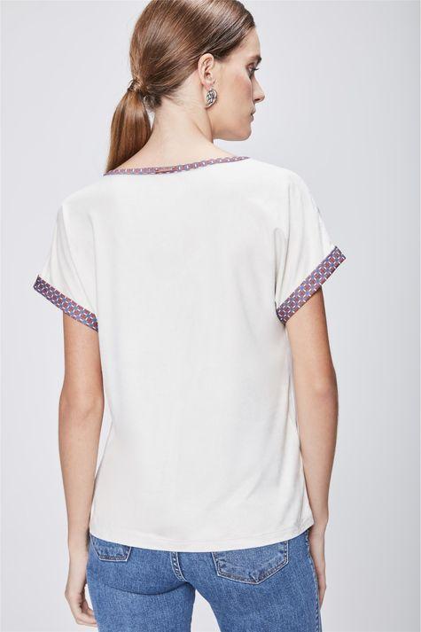 Camiseta-Feminina-Decote-V-de-Suede-Costas--
