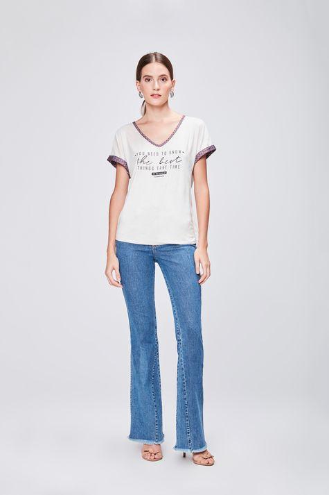 Camiseta-Feminina-Decote-V-de-Suede-Detalhe-1--