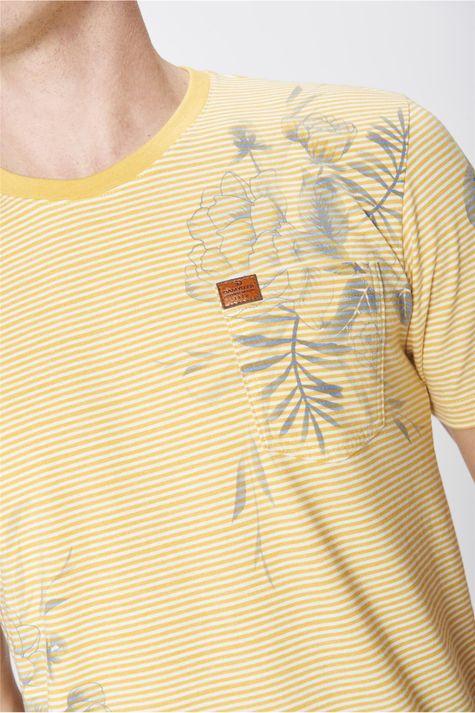 Camiseta-Listrada-com-Estampa-Floral-Detalhe--