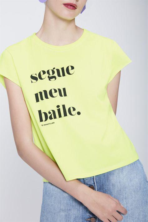 Camiseta-Neon-Segue-Meu-Baile-Feminina-Detalhe--