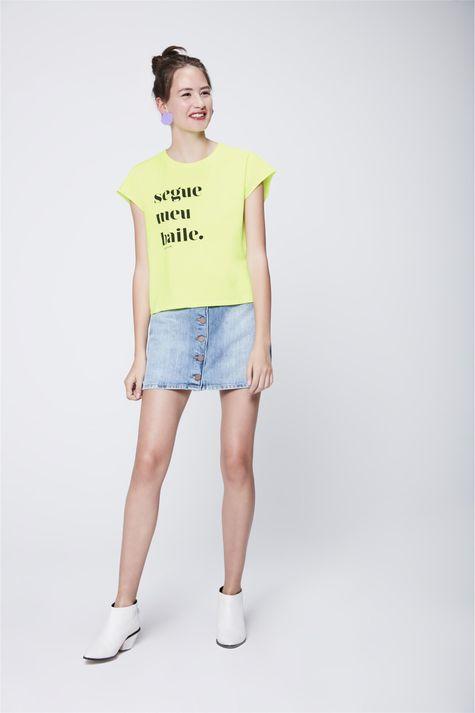 Camiseta-Neon-Segue-Meu-Baile-Feminina-Detalhe-1--