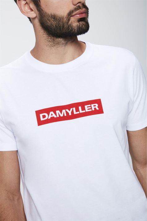 Camiseta-com-Estampa-Frontal-Masculina-Detalhe--