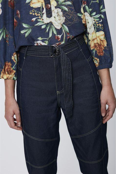 Calca-Jeans-Cargo-com-Cinto-Feminina-Detalhe--