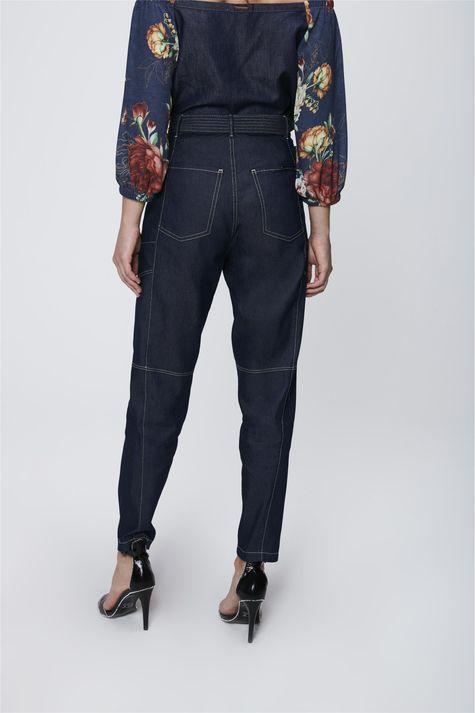 Calca-Jeans-Cargo-com-Cinto-Feminina-Costas--