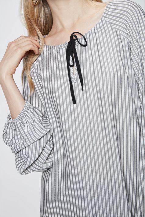 Blusa-Listrada-com-Amarracao-Feminina-Detalhe--