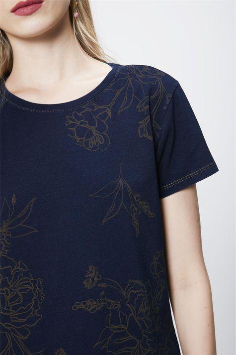 Camiseta-Feminina-em-Malha-Denim-Detalhe--