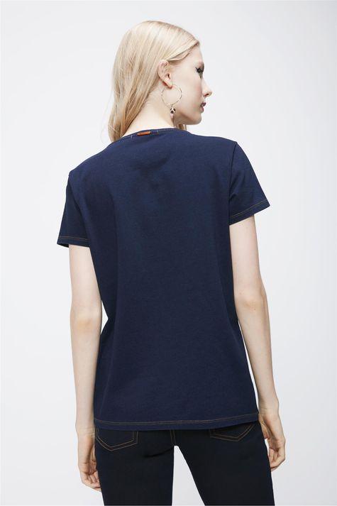 Camiseta-Feminina-em-Malha-Denim-Costas--