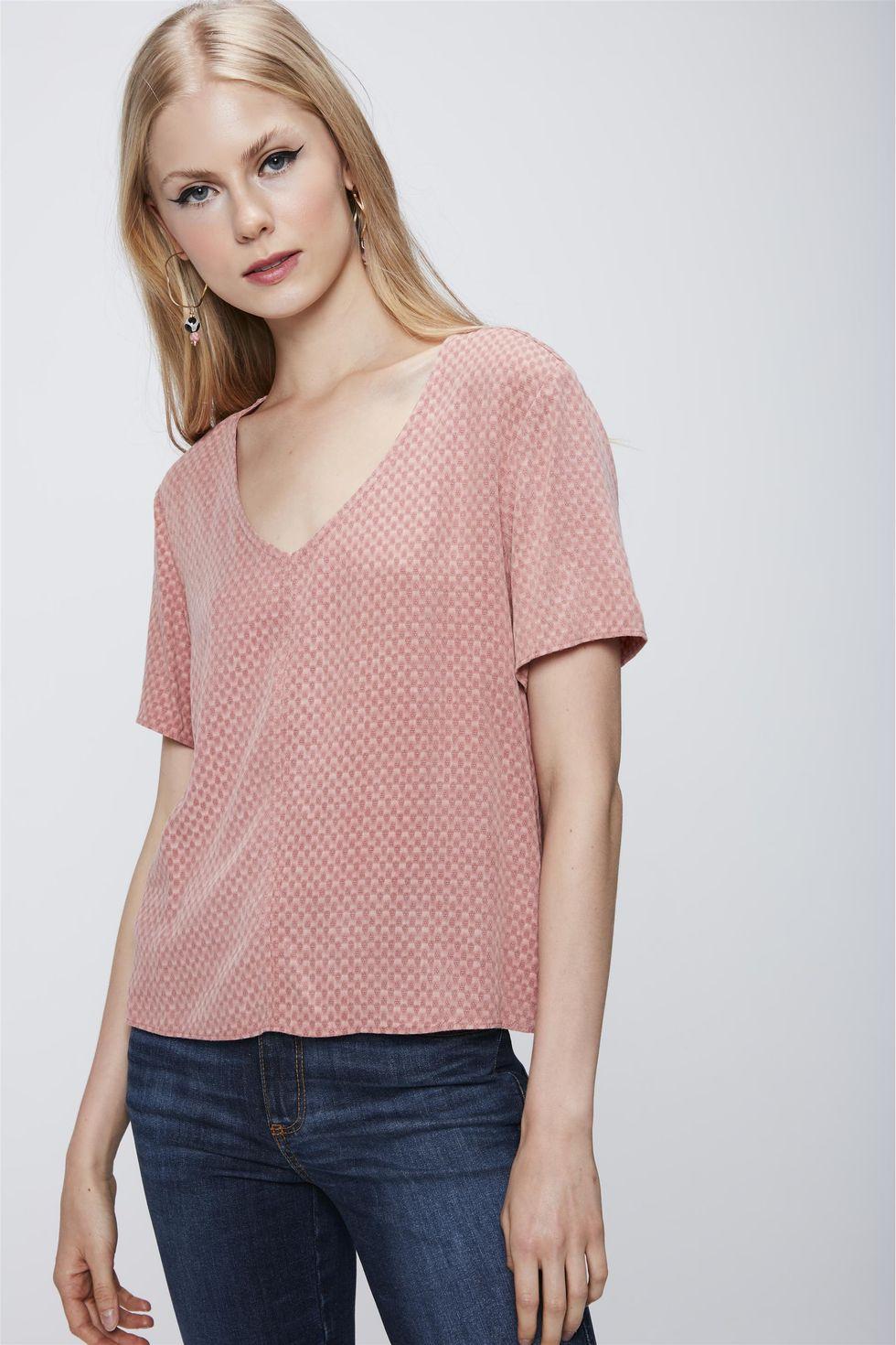 Camiseta-com-Decote-V-e-Textura-Feminina-Frente--