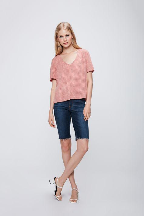 Camiseta-com-Decote-V-e-Textura-Feminina-Detalhe-1--