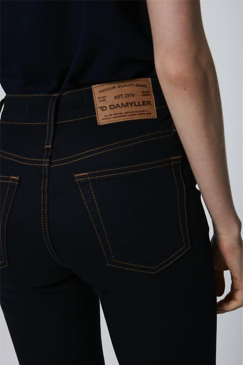 Calca-Cigarrete-Jeans-Escuro-Feminina-Detalhe--
