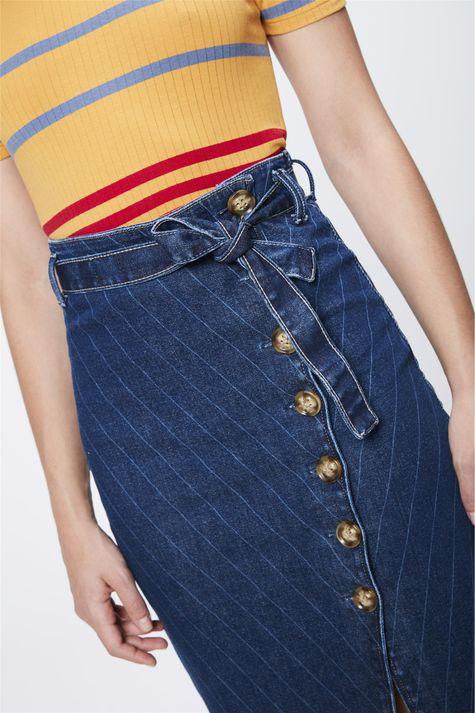 Saia-Jeans-com-Listras-e-Amarracao-Detalhe--