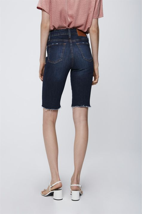 Bermuda-Jeans-Barra-Desfiada-Feminina-Costas--