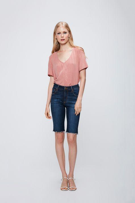 Bermuda-Jeans-Barra-Desfiada-Feminina-Detalhe-1--