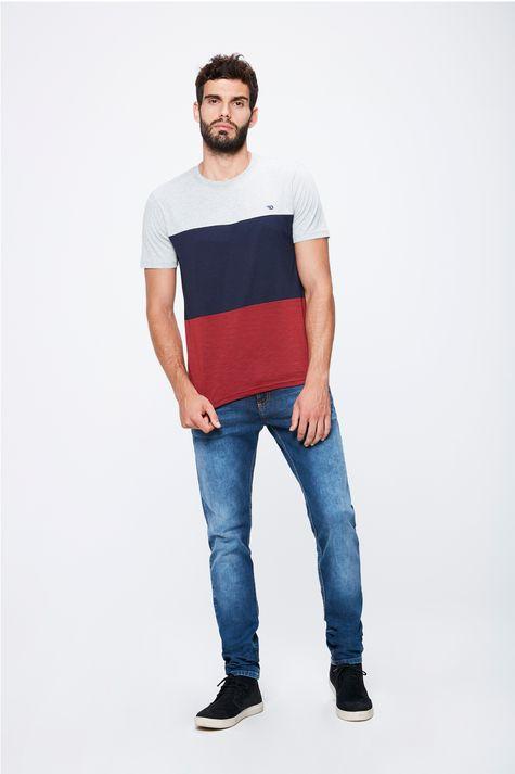 Camiseta-Colorida-Masculina-Detalhe-1--